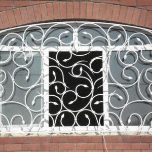 Кованые оконные решетки Белая кованая решетка Арт. Р-004 Norkovka