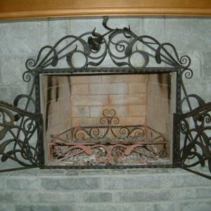 Кованые камины Кованый экран для камина с дверками Арт. КА-012 Norkovka